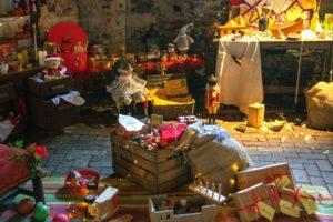おもちゃで散らかる部屋のイメージ