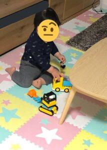 レゴで遊ぶ様子